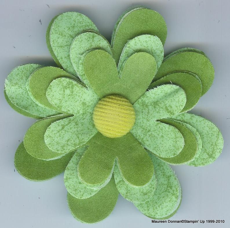 Green flower fold pin